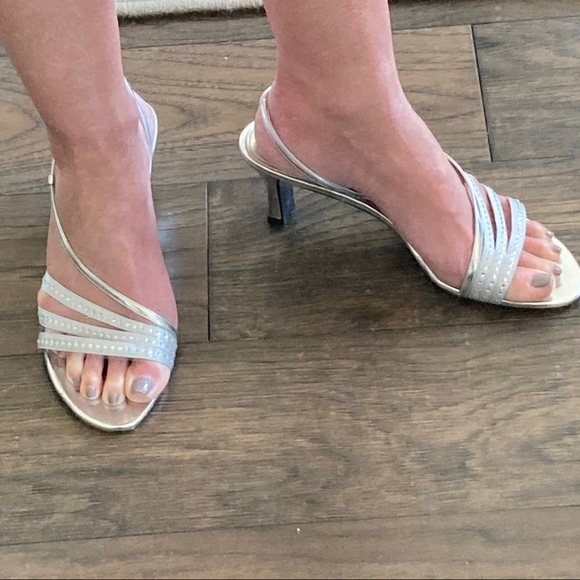 """NWOT Touch of Nina """"Gisepe"""" Sandals Silver 8.5"""